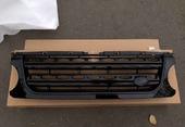 Land Rover Discovery 4 решетка радиатора черная в стиле рестайлинга